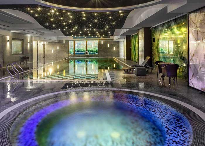 استخر هتل اسپیناس پالاس تهران