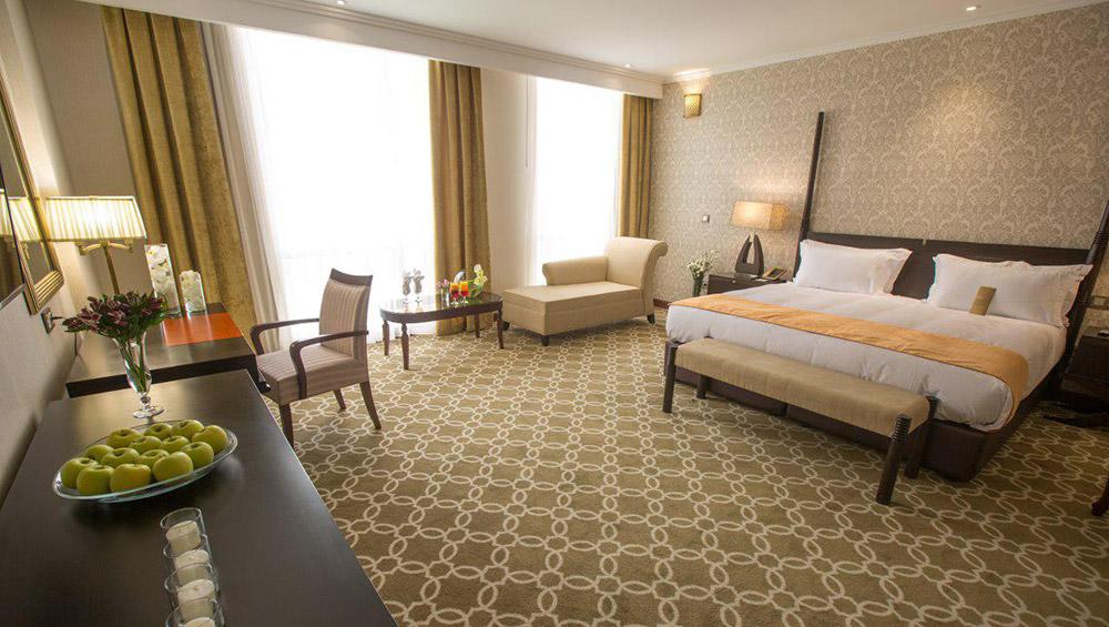 اتاق رویال فامیلی هتل اسپیناس پالاس تهران