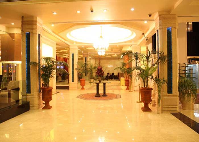 ورودی هتل اسپیناس بلوار کشاورز