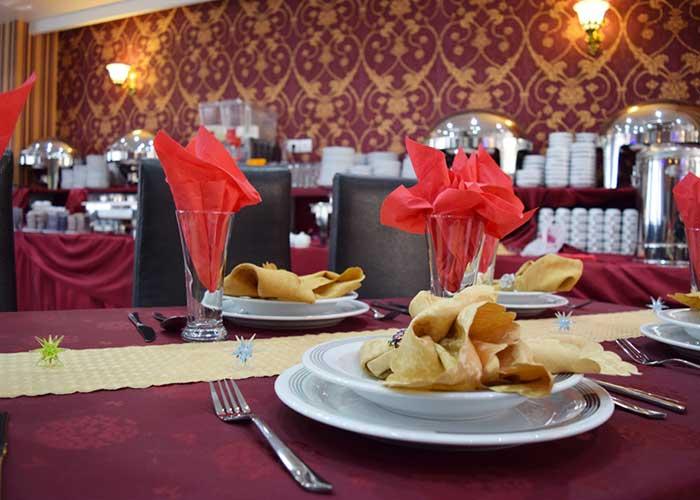 چیدمان میز های رستوران هتل آپارتمان استقبال تبریز