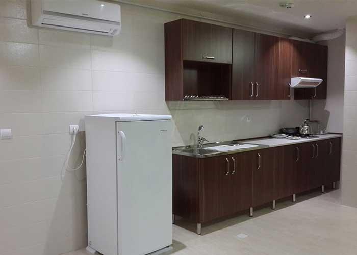 آشپزخانه داخل اتاق هتل آپارتمان استقبال تبریز