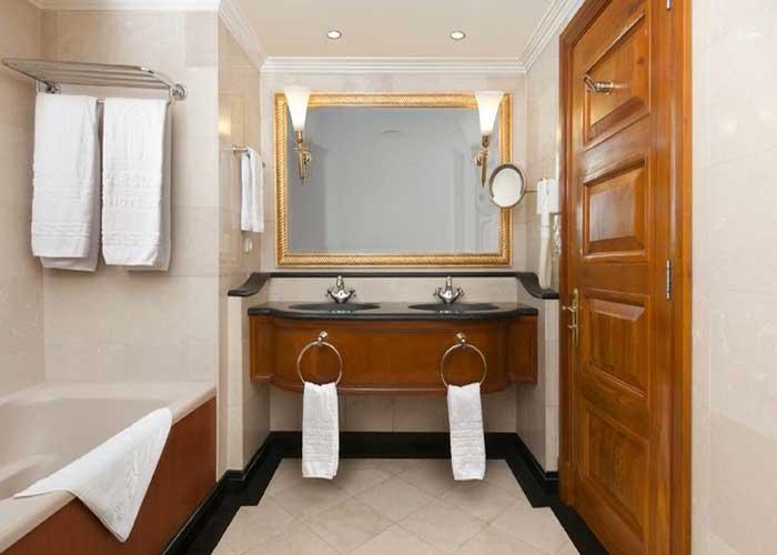 سرویس حمام اتاق هتل استقلال