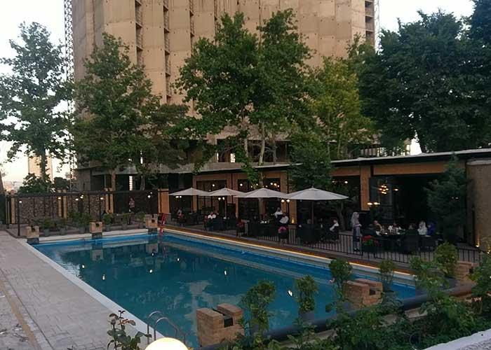رستوران کنار استخر هتل استقلال تهران