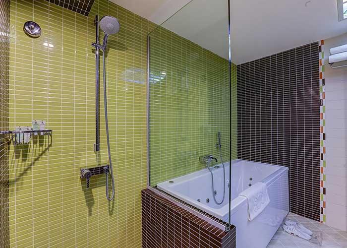 وان حمام سوئیت بزرگ هتل اوین تهران