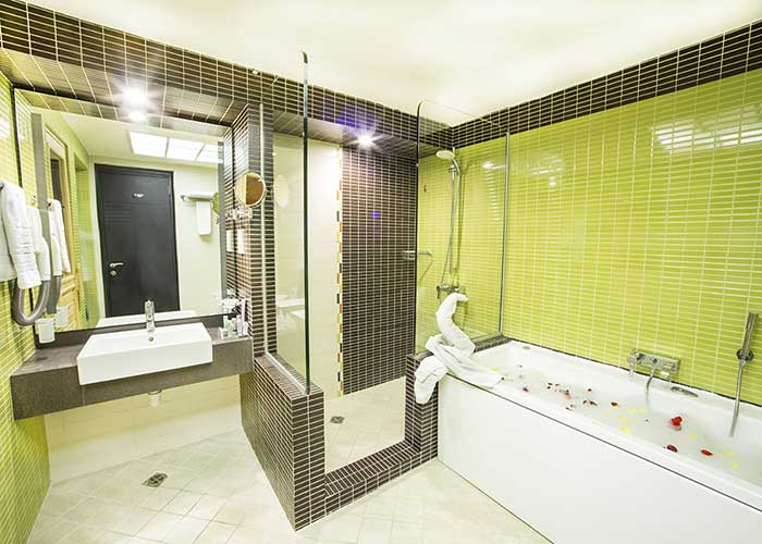 حمام سوئیت بزرگ هتل اوین تهران