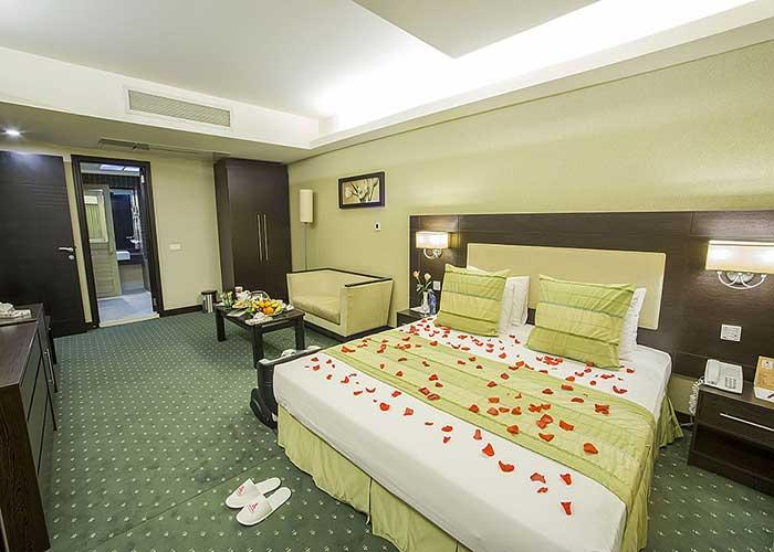 تخت دبل سوئیت بزرگ هتل اوین تهران