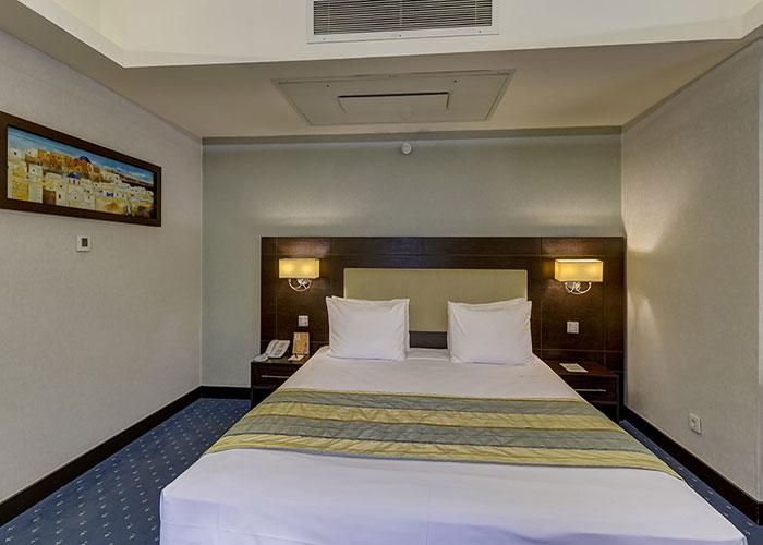تخت دبل سوئیت کوچک هتل اوین تهران