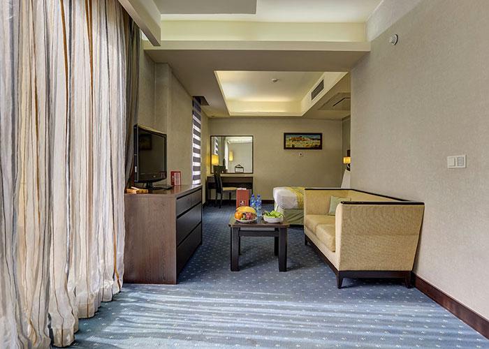 فضای سوئیت کوچک هتل اوین تهران