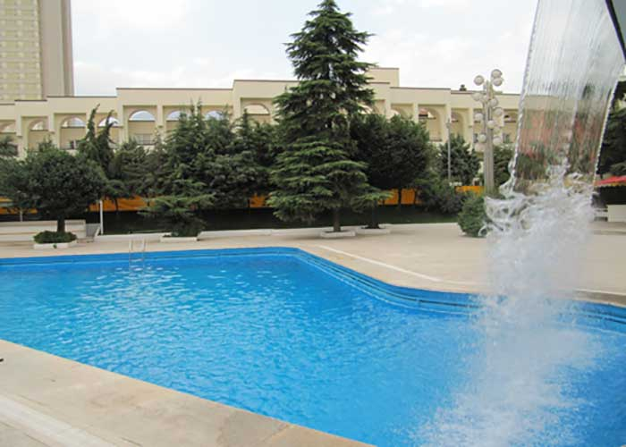 استخر رو باز هتل اوین تهران