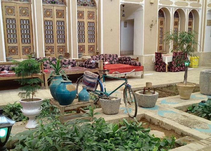 تصاویر حیاط هتل موزه فهادان یزد