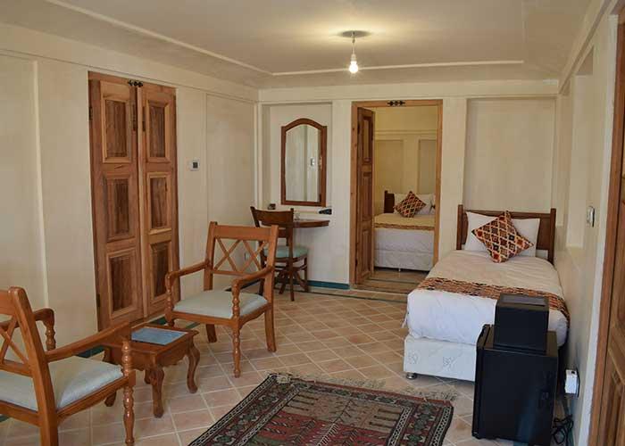 اتاق سه تخته اقامتگاه فلاحتی کاشان