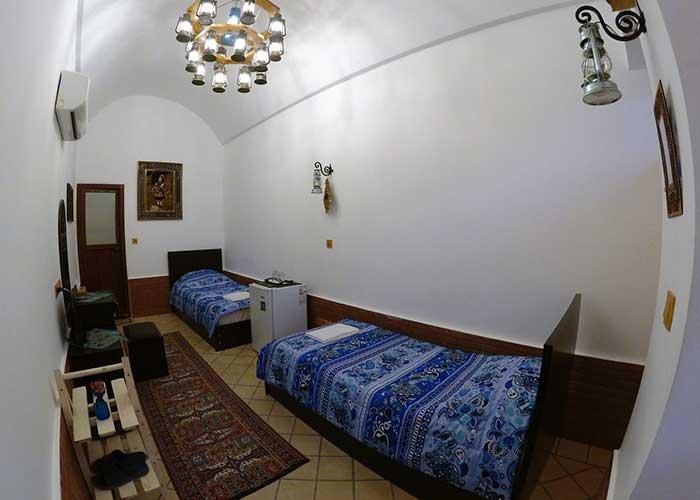اتاق دو تخته اقامتگاه سنتی فانوس ویونا کاشان