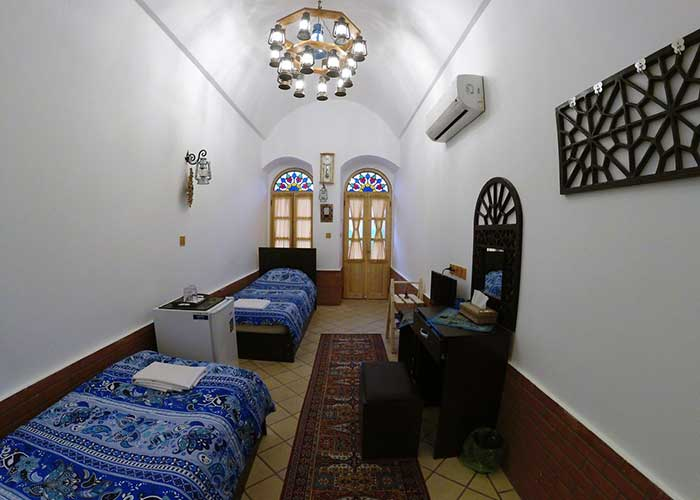 دو تخته اقامتگاه سنتی فانوس ویونا کاشان