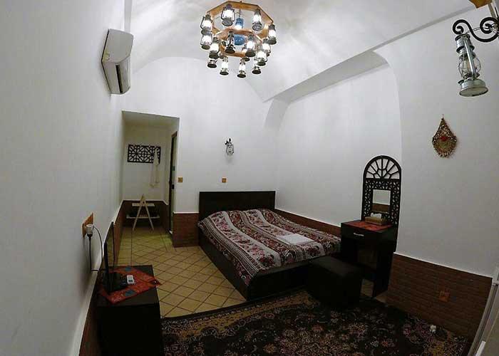دو تخته دبل اقامتگاه سنتی فانوس ویونا کاشان