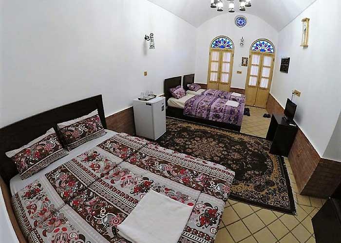 چهار تخته اقامتگاه سنتی فانوس ویونا کاشان