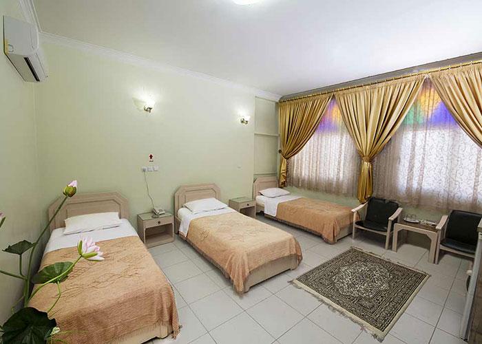 اتاق سه تخته هتل فرهنگ یزد