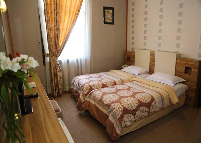 اتاق دو تخته هتل فرهنگ و هنر مشهد
