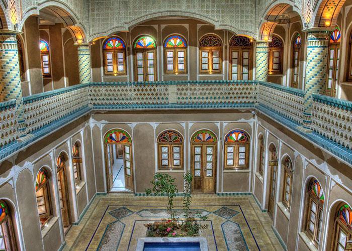 حیاط هتل سنتی فاضلی یزد