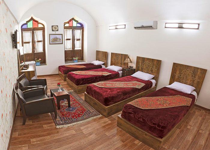 اتاق چهار تخته هتل سنتی فاضلی یزد
