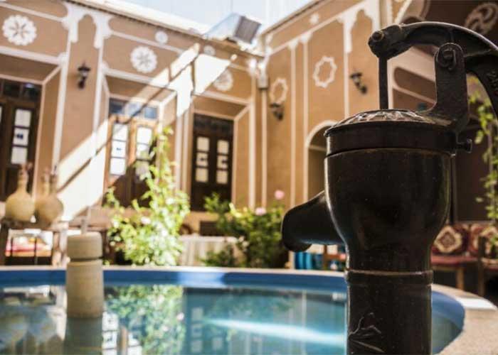 حوض هتل سنتی فیروزه یزد