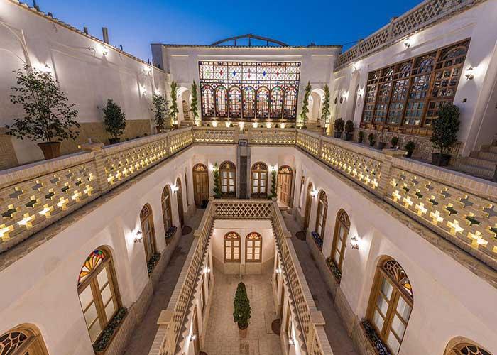 ساختمان هتل قصر منشی اصفهان