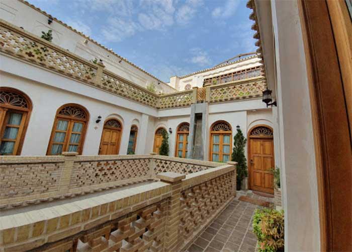 نمای داخلی  هتل قصر منشی اصفهان
