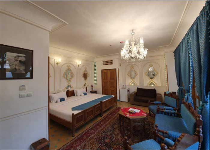 فضای اتاق دو تخته هتل قصر منشی اصفهان