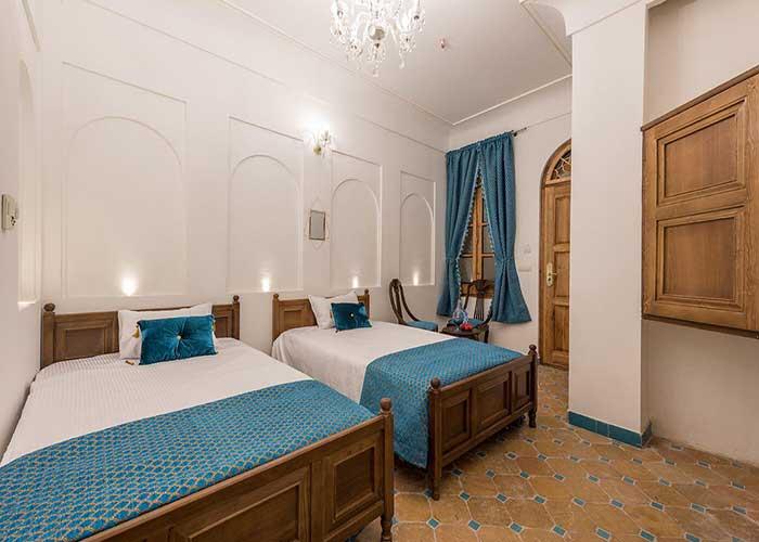 اتاق سه تخته هتل قصر منشی اصفهان