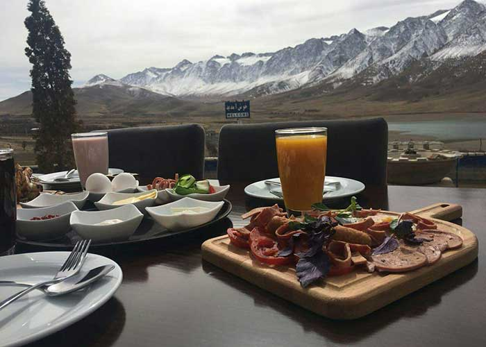 صبحانه محوطه مجتمع اقامتی گلستانکوه خوانسار