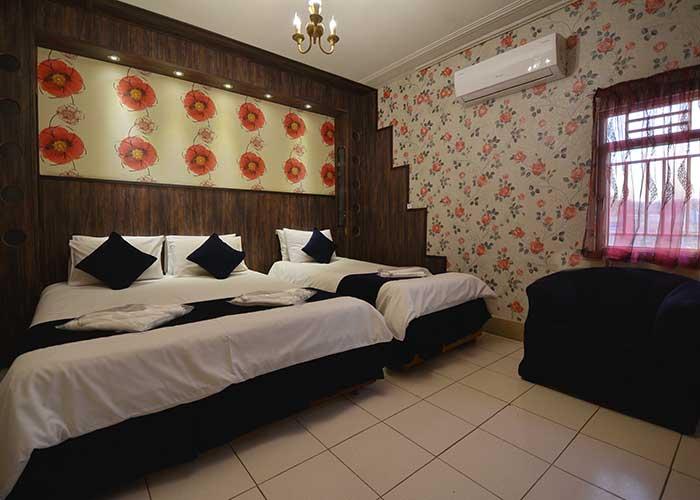 اتاق سه تخته هتل حافظ شیراز