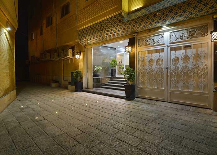 ورودی هتل حافظ شیراز
