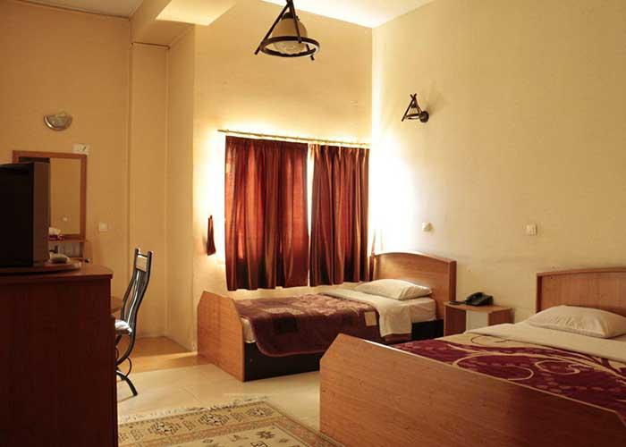 اتاق سه تخته هتل همام اصفهان