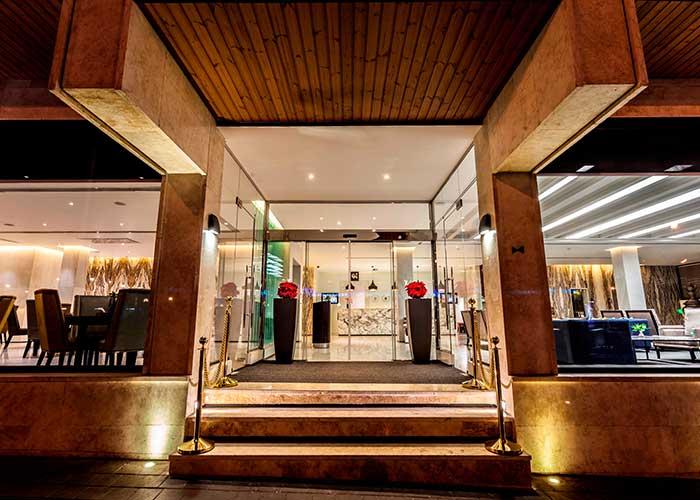 ورودی هتل هویزه تهران