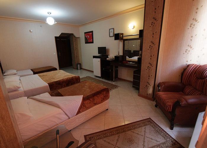 فضای اتاق سه تخته هتل ماهان اصفهان
