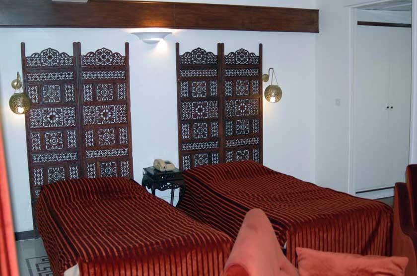 دو تخته توئین هتل چهل پنجره