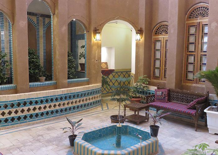 عکس حیاط هتل سنتی خوان دو حد یزد