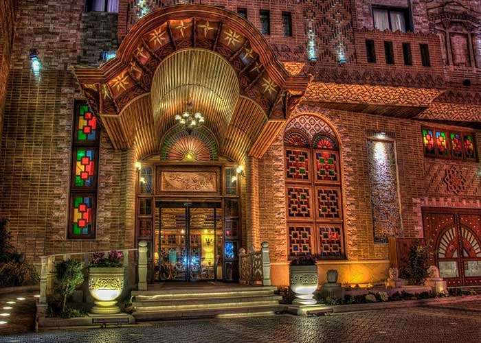 ورودی هتل کریم خان شیراز