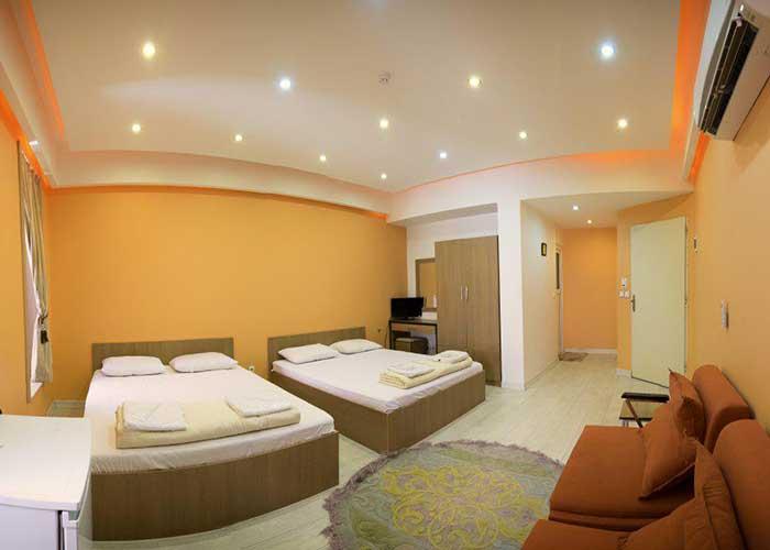 اتاق چهار تخته هتل خانه رز کاشان