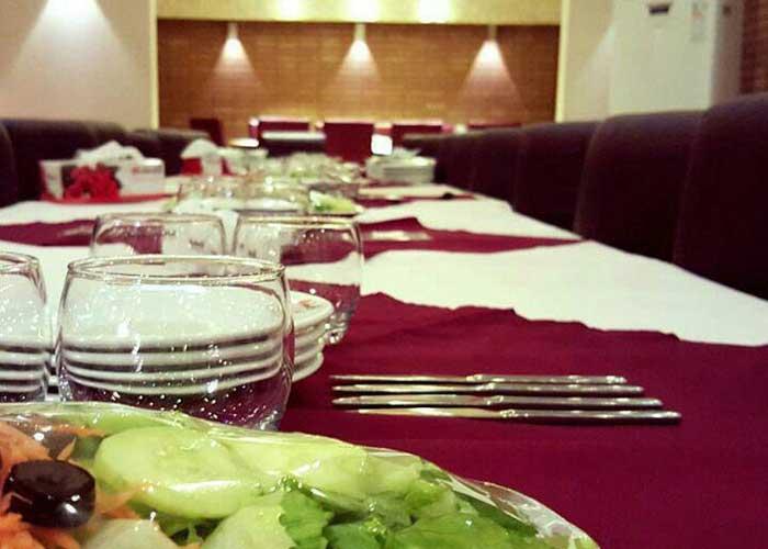 میز رستوران خانه رز کاشان