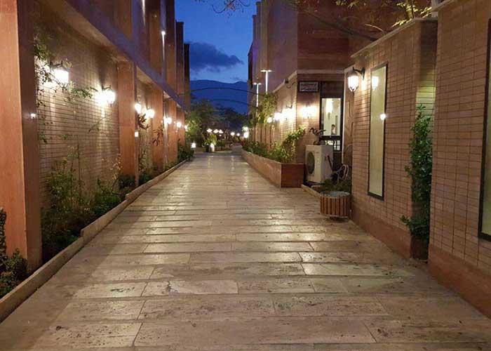 محوطه هتل خانه رز کاشان