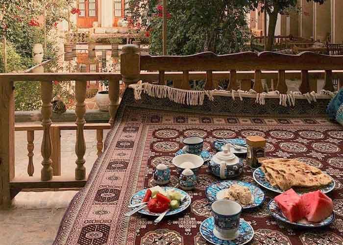 صبحانه هتل کهن کاشانه یزد