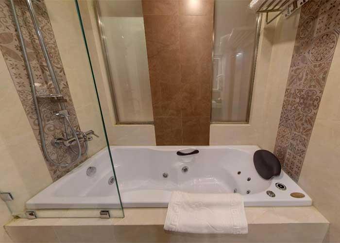 وان حمام اتاق هتل کوثر تهران