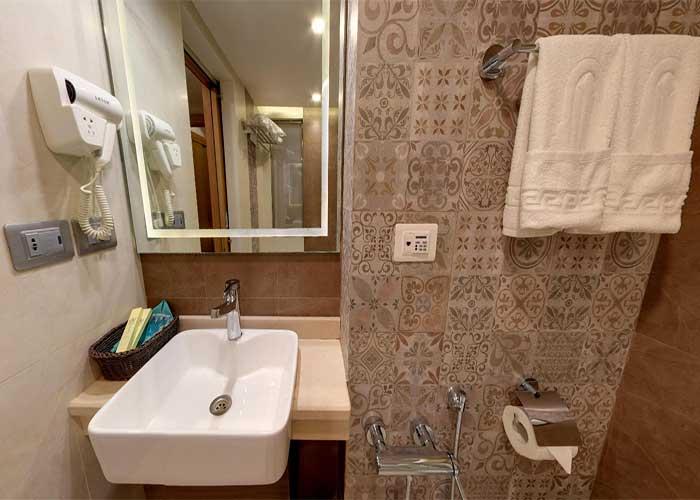 سرویس روشویی اتاق هتل کوثر تهران