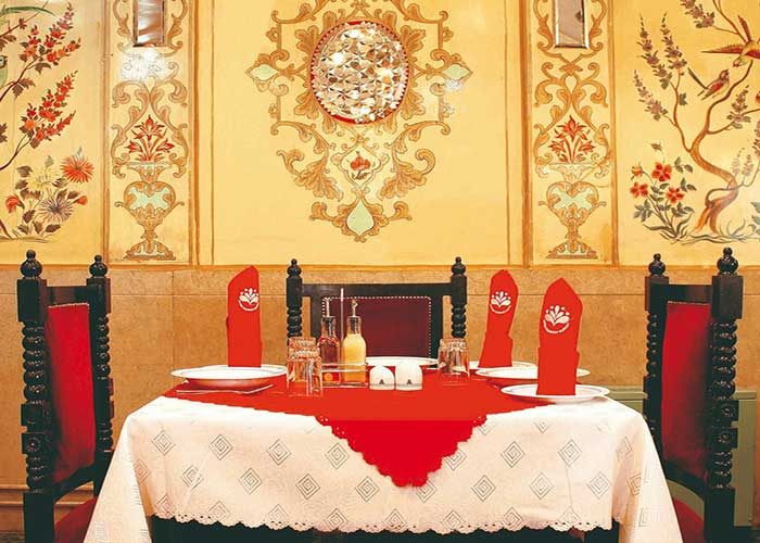 میز رستوران هتل کوثر تهران