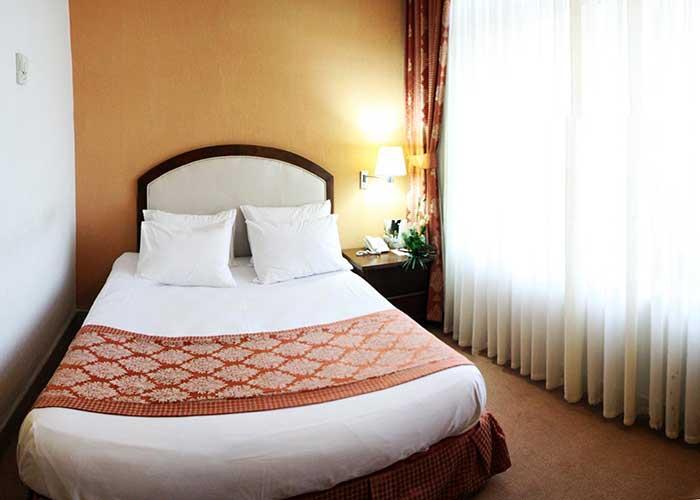 اتاق رو تخته دبل هتل کوثر تهران