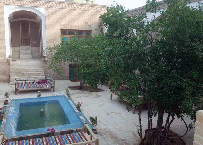 عکس حیاط کوشک آقا محمد قمصر