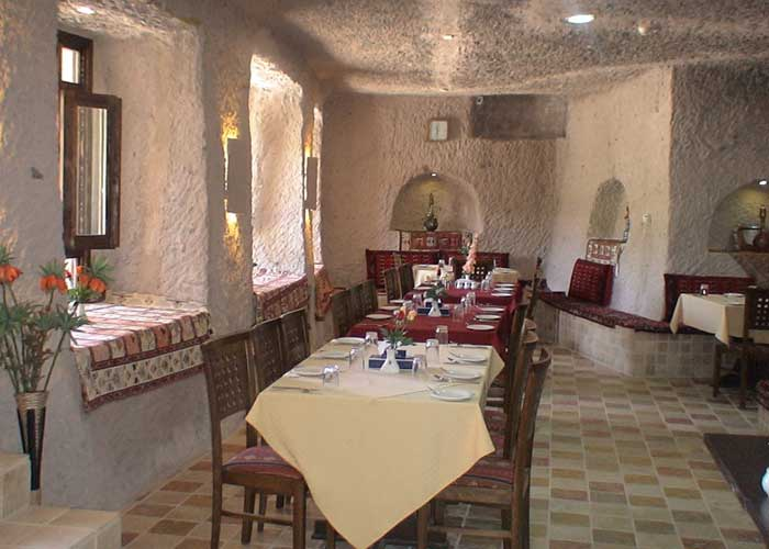 رستوران صخره ای هتل لاله کندوان