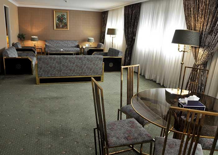 میز اتاق هتل لاله تهران