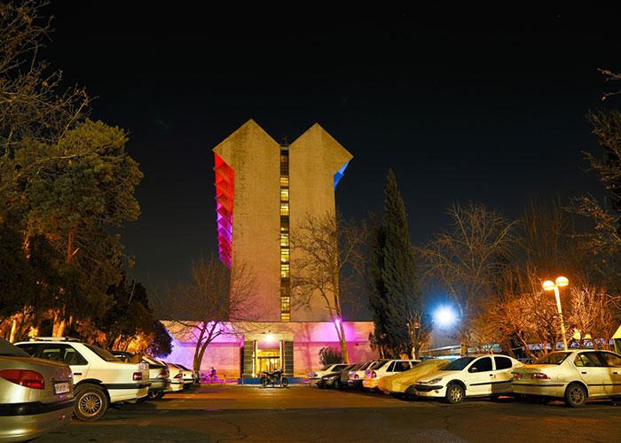 پارکینگ هتل لاله تهران