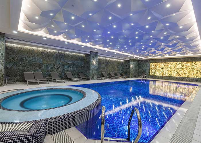 استخر هتل لاله پارک تبریز